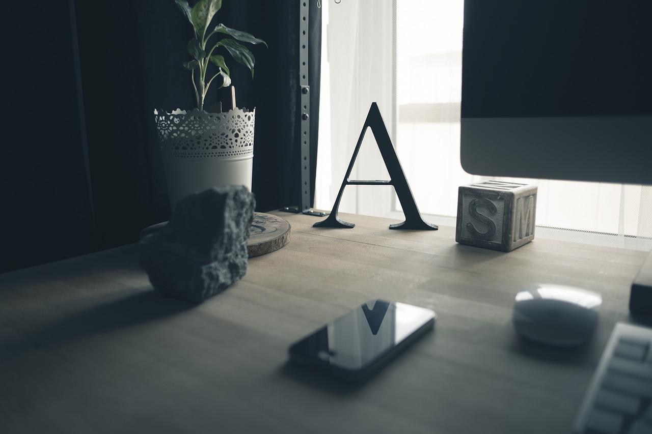 desk-691808_1280